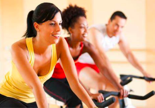How long should I ride an exercise bike depends on the duration and intensity of the workout. An increasing level of intensity helps to lose weight faster.